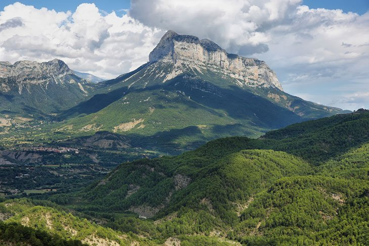 Travel Spain: Hike the Spanish Pyrenees on a budget